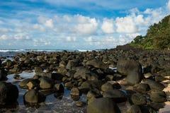 Δύσκολη της Χαβάης παραλία στοκ εικόνα με δικαίωμα ελεύθερης χρήσης