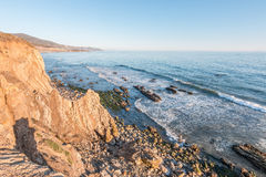 Δύσκολη ωκεάνια ακτή Καλιφόρνιας Στοκ Φωτογραφία