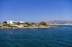 Δύσκολοι ακτή και Λευκοί Οίκοι στο νησί Antiparos Στοκ Εικόνες
