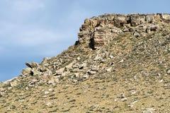 Δύσκολος απότομος βράχος βουνών Στοκ εικόνα με δικαίωμα ελεύθερης χρήσης