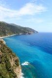 Δύσκολο ακτή και χωριό Manarola Cinque Terre και Μεσόγειος Στοκ φωτογραφίες με δικαίωμα ελεύθερης χρήσης