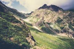 Δύσκολο θερινό ταξίδι τοπίων βουνών Στοκ φωτογραφία με δικαίωμα ελεύθερης χρήσης
