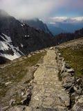 Δύσκολο μονοπάτι βουνών Στοκ φωτογραφία με δικαίωμα ελεύθερης χρήσης