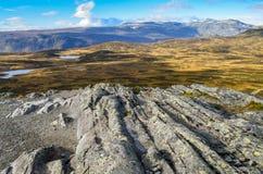 Δύσκολο τοπίο στη Νορβηγία με τις κύριες γραμμές Στοκ εικόνα με δικαίωμα ελεύθερης χρήσης