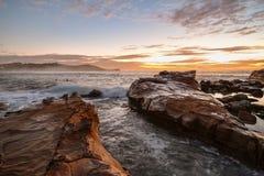 Δύσκολο Seascape ανατολής στοκ εικόνα με δικαίωμα ελεύθερης χρήσης
