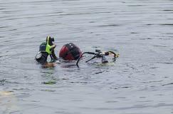 Δύτες στον ποταμό Στοκ φωτογραφίες με δικαίωμα ελεύθερης χρήσης