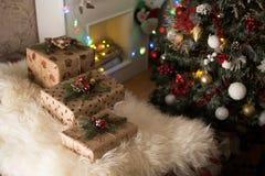 Δώρα κοντά στα Χριστούγεννα Στοκ Εικόνα
