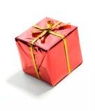 Δώρα: Μικροσκοπικό κόκκινο τυλιγμένο δώρο Χριστουγέννων Στοκ Φωτογραφίες