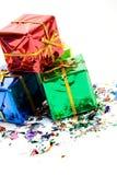 Δώρα: Μικρός σωρός των δώρων Χριστουγέννων με το κομφετί Στοκ φωτογραφία με δικαίωμα ελεύθερης χρήσης