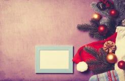 Δώρα πλαισίων και Χριστουγέννων Στοκ φωτογραφία με δικαίωμα ελεύθερης χρήσης