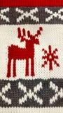 δώρα Χριστουγέννων ανασκόπησης που πλέκουν το κόκκινο Στοκ Φωτογραφίες