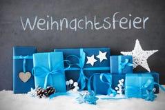 Δώρα Χριστουγέννων, χιόνι, γιορτή Χριστουγέννων μέσων Weihnachtsfeier Στοκ Φωτογραφίες