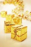 δώρα χρυσά Στοκ εικόνες με δικαίωμα ελεύθερης χρήσης