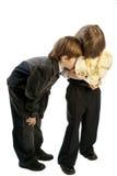 δώρο αγοριών λίγο κρυφο&kappa Στοκ εικόνα με δικαίωμα ελεύθερης χρήσης