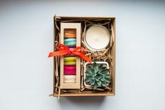Δώρο, θηλυκό σύνολο δώρων Στοκ φωτογραφία με δικαίωμα ελεύθερης χρήσης