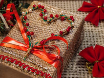 Δώρο διακοπών με τη διακόσμηση Στοκ Εικόνα