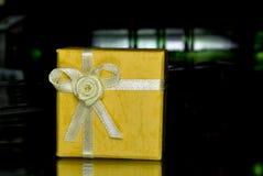 δώρο κίτρινο στοκ εικόνες