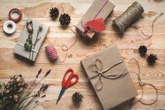 Δώρο και διακοσμήσεις Χριστουγέννων Στοκ φωτογραφίες με δικαίωμα ελεύθερης χρήσης