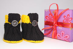 Δώρο και παπούτσια Στοκ Εικόνες