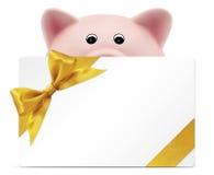 Δώρο καρτών με τη piggy τράπεζα, χρυσό τόξο κορδελλών, που απομονώνεται στο λευκό Στοκ Φωτογραφίες
