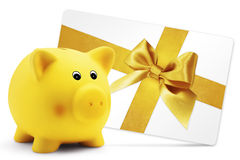 Δώρο καρτών με τη piggy τράπεζα, χρυσό τόξο κορδελλών, στο λευκό Στοκ Φωτογραφία