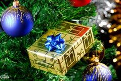 δώρο κιβωτίων χρυσό Στοκ φωτογραφίες με δικαίωμα ελεύθερης χρήσης