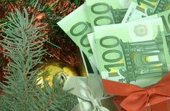 Δώρο με τα χρήματα Στοκ φωτογραφίες με δικαίωμα ελεύθερης χρήσης