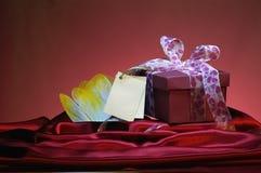 Δώρο με την κενή κάρτα Στοκ Φωτογραφίες