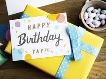 Δώρο παρόντος γενεθλίων με την επιθυμία του κόμματος εορτασμού καρτών Στοκ φωτογραφίες με δικαίωμα ελεύθερης χρήσης