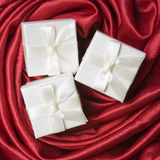 δώρο τρία κιβωτίων λευκό Στοκ εικόνα με δικαίωμα ελεύθερης χρήσης
