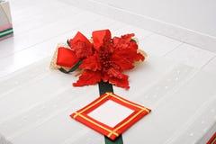 Δώρο Χριστουγέννων κινηματογραφήσεων σε πρώτο πλάνο Στοκ εικόνα με δικαίωμα ελεύθερης χρήσης