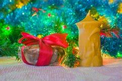 Δώρο Χριστουγέννων με το candl Στοκ Φωτογραφία
