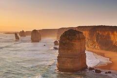 Δώδεκα απόστολοι στο μεγάλο ωκεάνιο δρόμο, Αυστραλία στο ηλιοβασίλεμα Στοκ Φωτογραφία