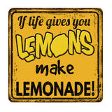 Εάν η ζωή σας δίνει τα λεμόνια κάνουν τη λεμονάδα το εκλεκτής ποιότητας σκουριασμένο μέταλλο να υπογράψει Στοκ Φωτογραφία