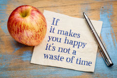 Εάν σας κάνει ευτυχησμένους δεν είναι ένα χάσιμο χρόνου Στοκ εικόνα με δικαίωμα ελεύθερης χρήσης