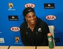 : Είκοσι μια φορές ο πρωτοπόρος Serena Ουίλιαμς του Grand Slam κατά τη διάρκεια της συνέντευξης τύπου μετά από την απώλεια σε Αυσ Στοκ Εικόνες