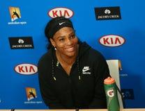 : Είκοσι μια φορές ο πρωτοπόρος Serena Ουίλιαμς του Grand Slam κατά τη διάρκεια της συνέντευξης τύπου μετά από την απώλεια σε Αυσ Στοκ Φωτογραφία