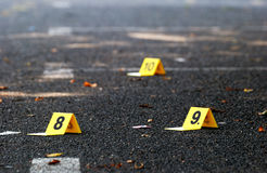 Δείκτες στοιχείων εγκλήματος στην άσφαλτο Στοκ Φωτογραφίες