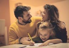 Είμαστε επιτυχείς γονείς και είμαι ευχαριστημένος από το στοκ φωτογραφία με δικαίωμα ελεύθερης χρήσης