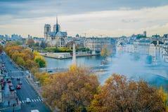 Είναι κάψιμο του Παρισιού Στοκ εικόνες με δικαίωμα ελεύθερης χρήσης