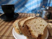 Είναι χρόνος για ένα κέικ Στοκ φωτογραφία με δικαίωμα ελεύθερης χρήσης