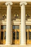 Είσοδος με τις στήλες στοκ φωτογραφία με δικαίωμα ελεύθερης χρήσης