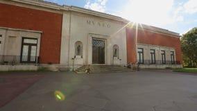 Είσοδος μουσείων Καλών Τεχνών του Μπιλμπάο, θέση ενδιαφέροντος τουριστών για την Ισπανία, ηλιόλουστη ημέρα φιλμ μικρού μήκους