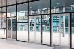 είσοδος οικοδόμησης σύ&g Στοκ εικόνες με δικαίωμα ελεύθερης χρήσης