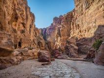 Είσοδος στη Petra μέσω του φαραγγιού Siqh Στοκ φωτογραφία με δικαίωμα ελεύθερης χρήσης