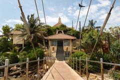 Είσοδος στο βουδιστικό ναό Matara Parevi Duwa, Σρι Λάνκα στοκ εικόνα