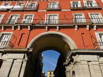 Είσοδος στο δήμαρχο Plaza, κύριο τετράγωνο, Μαδρίτη, Ισπανία στοκ εικόνα