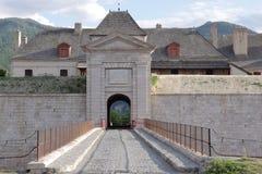 Είσοδος του οχυρού του mont-δελφίνου, γαλλικές Hautes Alpes στοκ φωτογραφίες