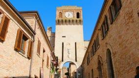 Είσοδος του χωριού Gradara Pesaro - Marche - Ιταλία απόθεμα βίντεο