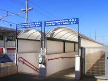 Είσοδος υπόγειων διαβάσεων σιδηροδρομικών σταθμών - νότια Ιταλία στοκ φωτογραφία με δικαίωμα ελεύθερης χρήσης